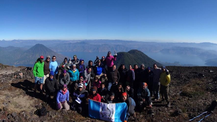 Ascenso nocturno al Volcán Atitlán por Go2Guate | Marzo 2017