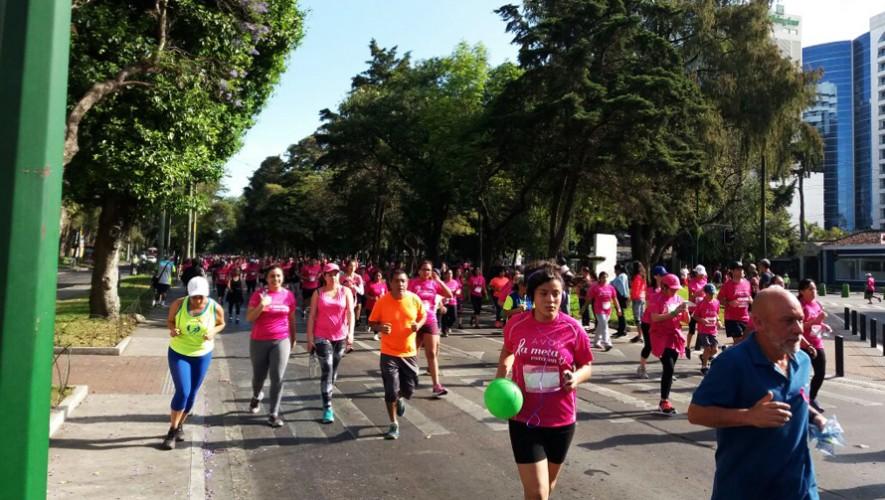 La Avenida Reforma se pintó de rosa con todos los participantes de esta carrera. (Foto: Guatemala.com)