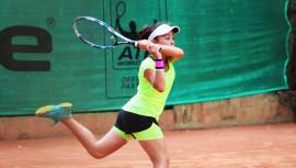 Deborah Domínguez sigue siendo una de las mejores tenistas de la región tras su triunfo en Panamá. (Foto: Federación Tenis de Campo Guatemala)