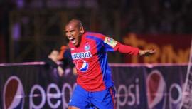 El máximo goleador del fútbol guatemalteco, Juan Carlos Plata, figura entre los 10 mejores jugadores del país. (Foto: US AS)