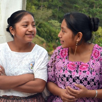 guatemala-two-girls-sitting-together