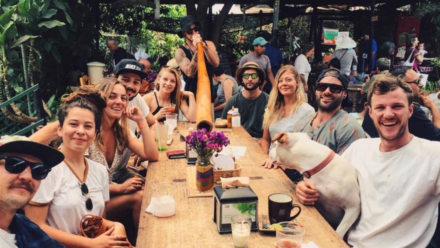 Parrillada y fiesta de música electrónica en The Doozy Koala Hostel en Antigua Guatemala   Abril 2017