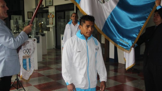 Julio Molina se subió al podio al ganar sus dos peleas respectivas en el repechaje. (Foto: CDAG)