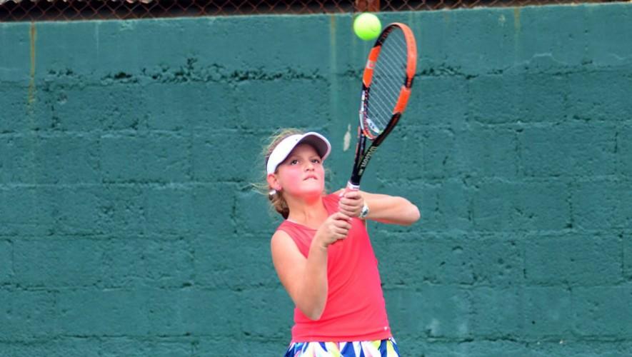Ximena Morales consiguió la mejor actuación para Guatemala al consagrarse campeona en singles. (Foto: Federación Tenis de Campo Guatemala)