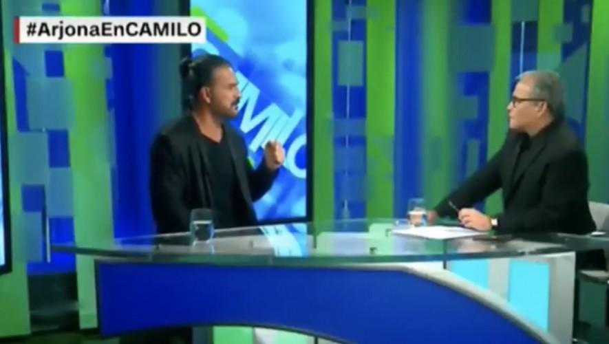 Mira el momento en el que Ricardo Arjona com(Foto: Captura YouTube)