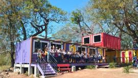 Construyen la primera escuela ecológica con contenedores en Guatemala