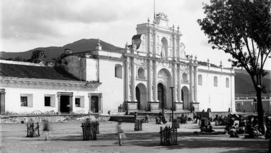Fotografías del antes y el ahora de las iglesias de la Antigua Guatemala