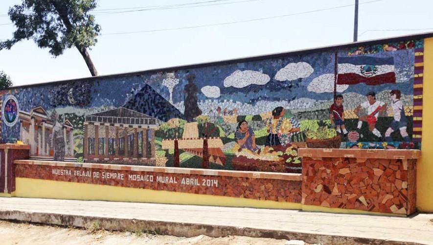 Impresionantes mosaicos y obras de arte en vidrio reciclado en Guatemala