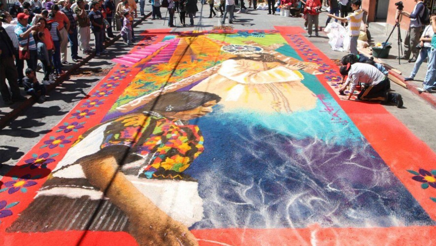 Jorge Corleto, artista guatemalteco elabora impresionantes alfombras artísticas