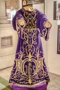 Miguel Ángel Asturias obsequió túnica a Jesús Nazareno de Candelaria para Jueves Santo en 1969