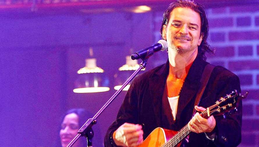 Ricardo Arjona cantará en los Premios Billboard 2017