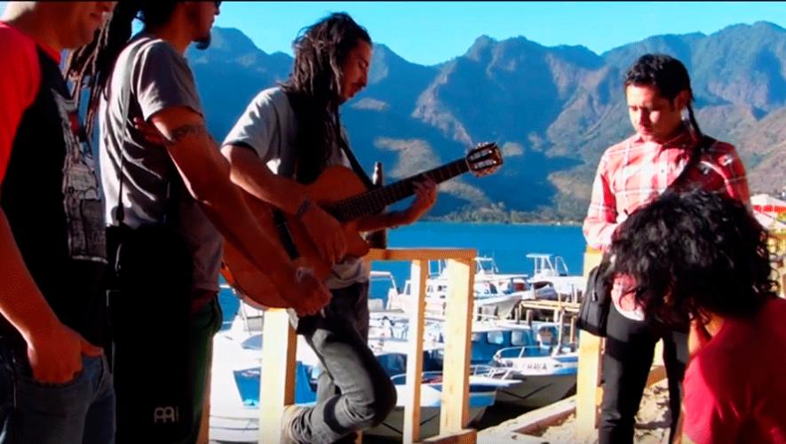 El video fue grabado en las calles de San Pedro La Laguna. (Captura de Pantalla - Sacate Jag)