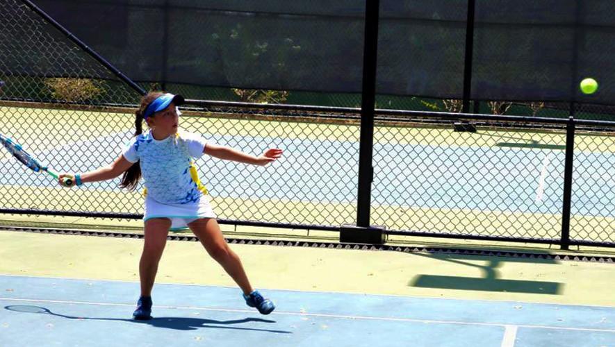 Deborah se llevó el primer lugar en la modalidad de singles y doble. (Foto: Karen Collado)