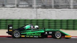 El piloto guatemalteco buscará realizar una gran temporada en la Fórmula 4 del automovilismo mundial. (Foto: F4 Italian Championship)