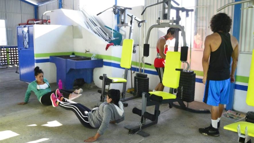 Inauguran dos gimnasios municipales gratuitos en mixco for Gimnasio zona centro