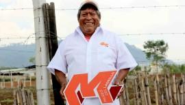 Guatemaltecos cambian la vida de Don Flavio, vendedor de ladrillos en Chimaltenango