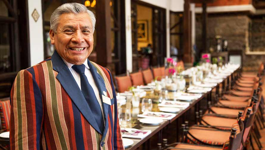 Historia de Don Aurelio, reconocido anfitrión del Porta Hotels en Antigua Guatemala