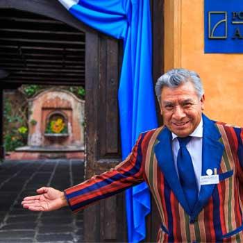 La historia de Don Aurelio, reconocido anfitrión de Antigua Guatemala