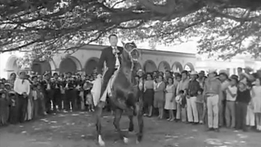 La película mexicana La Gitana y el Charro que fue filmada en Palín, Guatemala