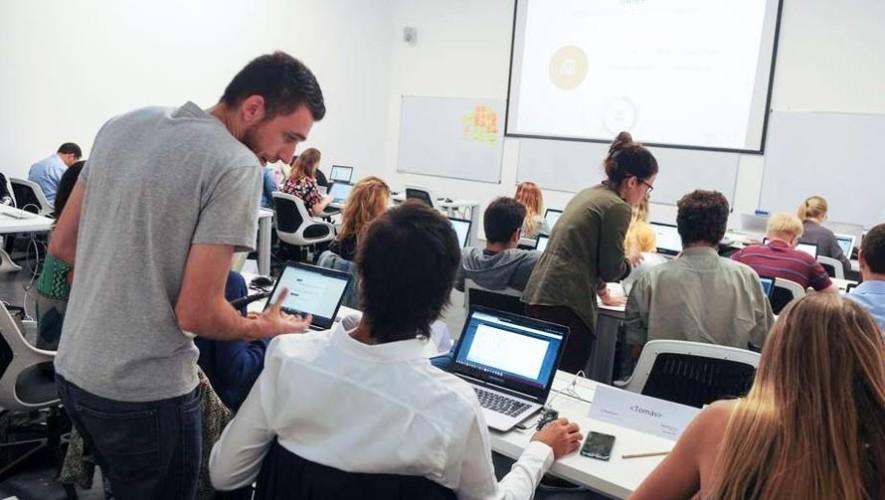 Ofrecen becas completas para programadores en la Universidad Galileo