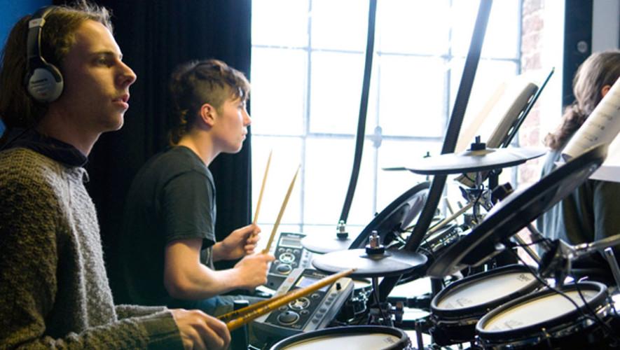 Taller gratuito de batería en Stradivarius Music Center | Junio 2017