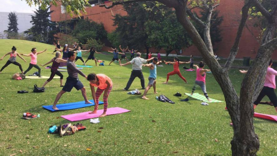Clase de yoga al aire libre en Museo Miraflores | Mayo 2017