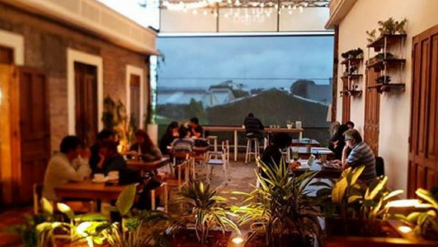 """Reunión de emprenderores """"Noche épica"""" en Coffe District   Mayo 2017"""