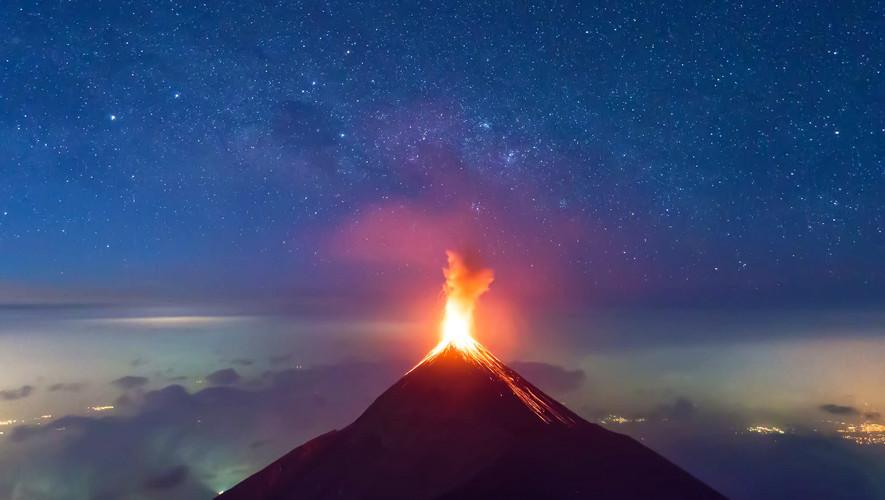 Ascenso nocturno al volcán de Fuego por K'ashem | Mayo 2017