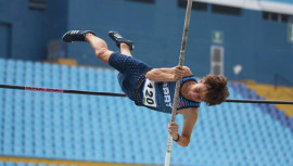 Christian Higueros, quien recientemente impuso récord nacional en salto de pértiga, ganó primer lugar en Estados Unidos —foto no corresponde a evento—. (Foto: FNA)