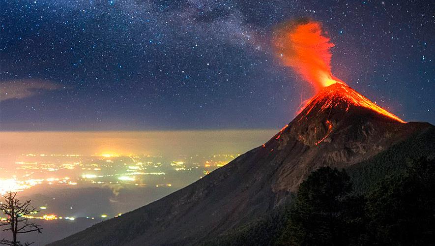 Este mes disfruta de las mejores vistas hacia el volcán de Fuego. (Foto: Albert Dros/Daily Mail UK)