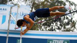 Cristian Higueros impuso su marca personal en el salto con pértiga. (Foto: CDAG)
