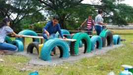 Buscan voluntarios para construir un parque con material reciclable
