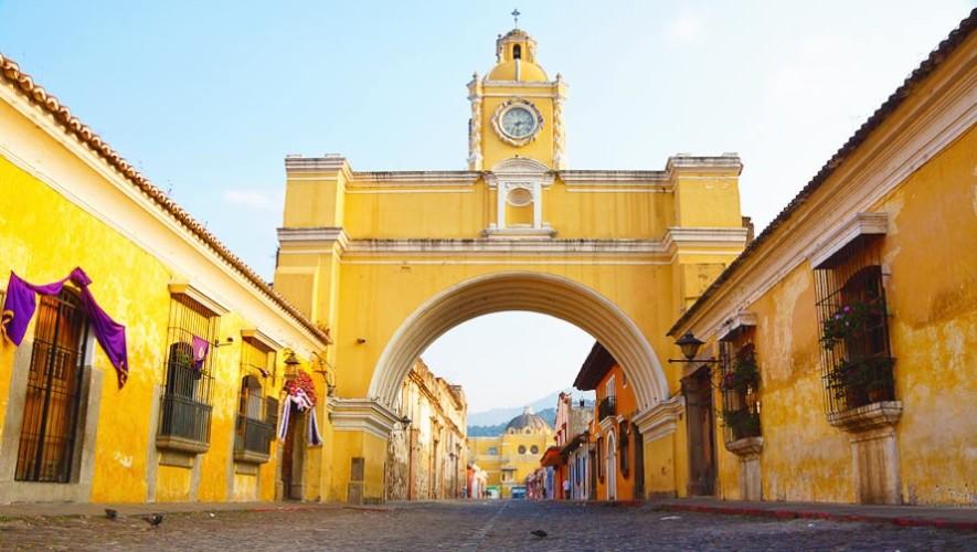 Calle del Arco de Antigua Guatemala es peatonal los fines de semana 2017