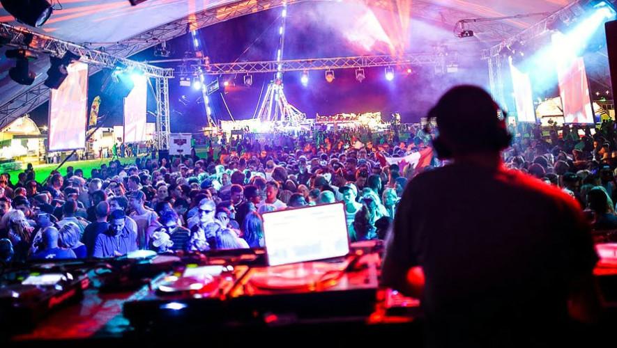 Fiesta con varios DJ en Antigua Guatemala   Junio 2017