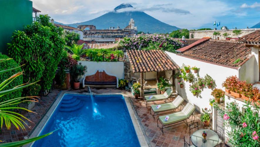 Hotel casa del parque antigua guatemala hoteles con for Hoteles en portonovo con piscina