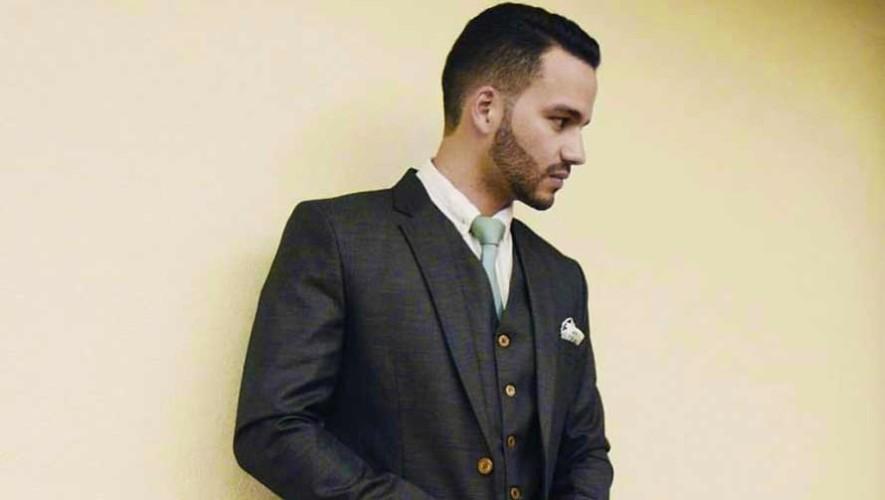 El guatemalteco Javier Perera fue elegido por Saúl para diseñar nuevos estilos de zapatos para caballero. (Foto: Diego Ascoli)