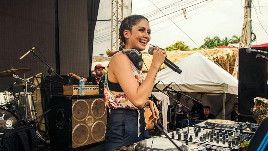 La Niña Almendra en Frat House GT | Junio 2017