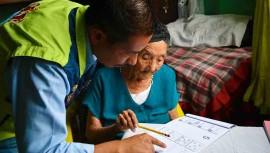 Matilde Colindres Flores de 104 años aprende a leer y escribir