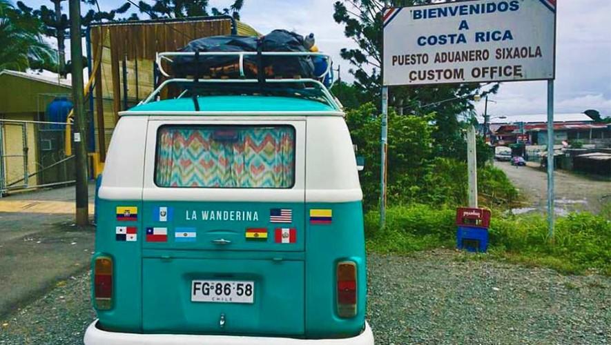 Pareja llega a Guatemala por tierra desde Chile, viajaron en una combi Volkswagen