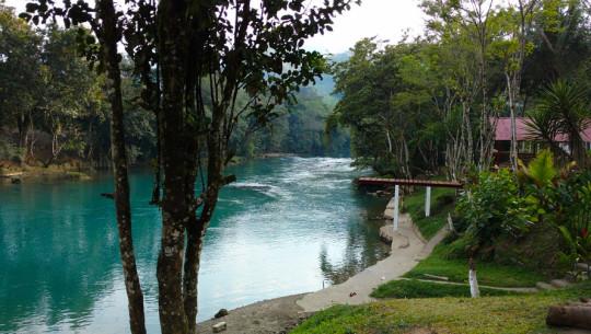 Hoteles cerca de semuc champey guatemala for Hoteles cerca de piscinas naturales