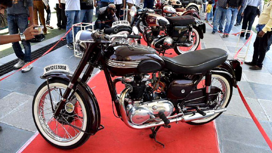 Exhibición de motos clásicas en Plaza Fontabella