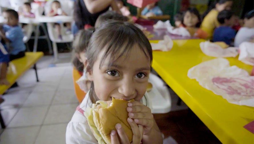 Wendy's Guatemala dona una hamburguesa por cada combo que compres