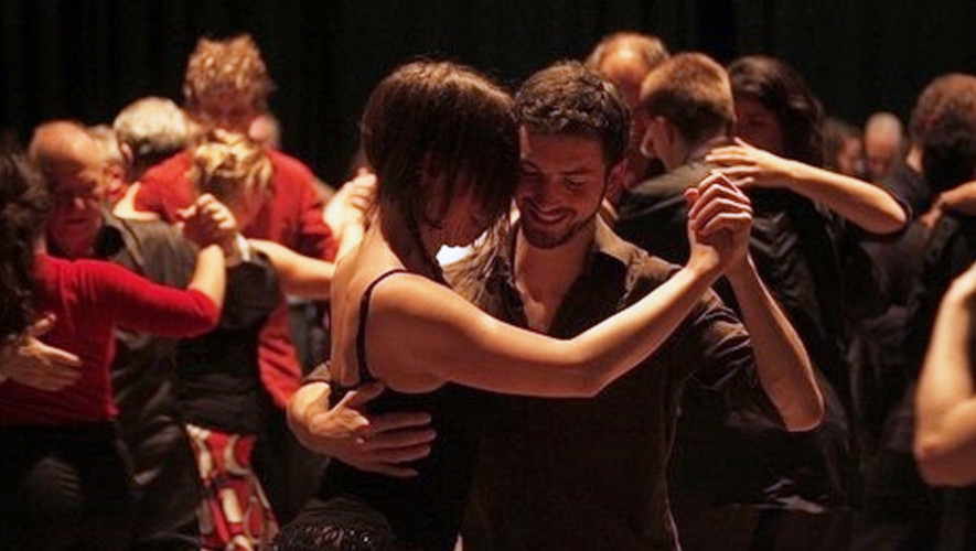 Clase de bailes latinos en ArteCentro   Julio 2017