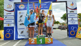 Daniela subió al podio tras quedarse con el segundo lugar del triatlón realizado en Ibarra, Ecuador. (Foto: Daniela y Bárbara Schoenfeld - TRI)