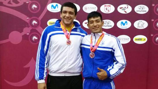 Díaz y Moreno pusieron el nombre de Guatemala en lo más alto al ganar medallas durante el Campeonato Panamericano realizado en Perú. (Foto: Federación Nacional de Lucha)