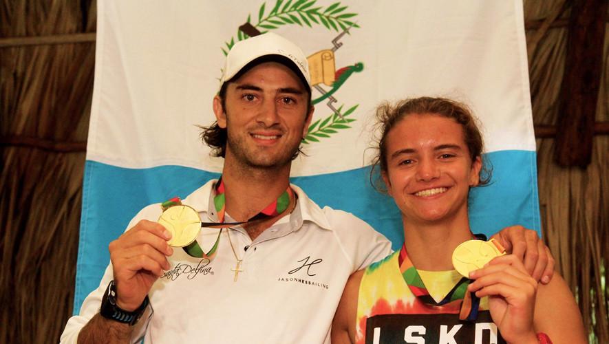 Jason Hess y su tripulante Kaya Castellanos se quedaron con el oro en la primera prueba de vela realizada en Izabal. (Foto: COGuatemalteco)