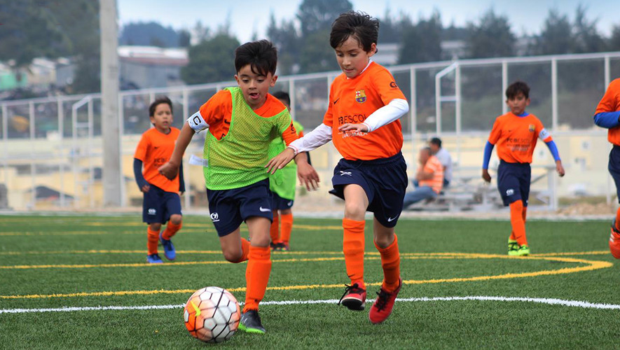 Disfruta tus vacaciones de medio año aprendiendo las metodologías de fútbol del FC Barcelona. (Foto: FCB Escola Guatemala)