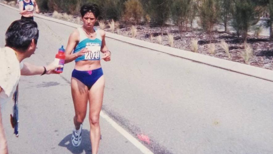 Teresita Collado fue una de las atletas homenajeadas durante el acto de los Notables del Deporte. (Foto: Marchistas de Quiché)