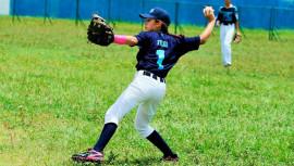 La niña guatemalteca fue reconocida por un medio internacional, por ser la única niña en jugar un torneo de béisbol. (Foto: Hansel Vásquez/ El Heraldo)