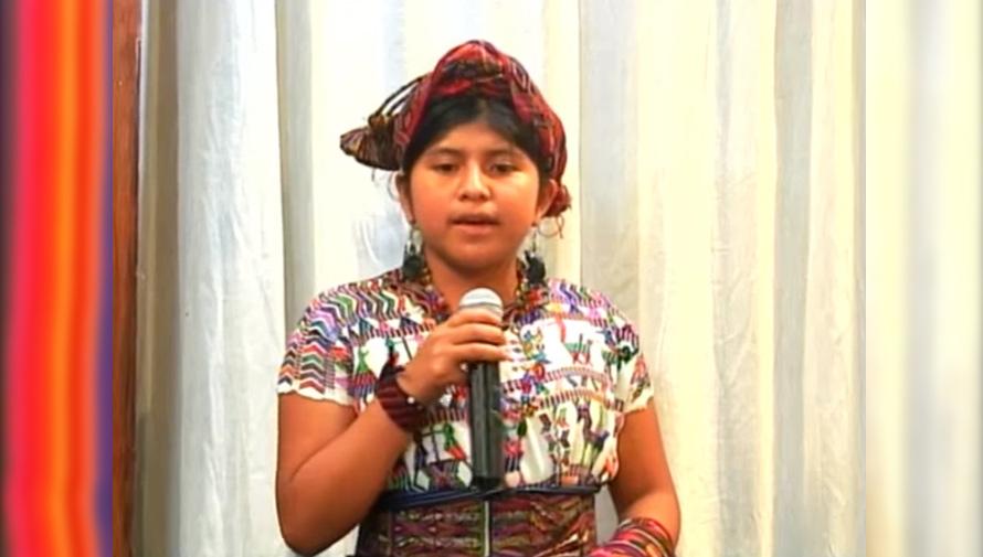 Ana Guzmán interpreta en idioma ixil la canción Rolling in The Deep